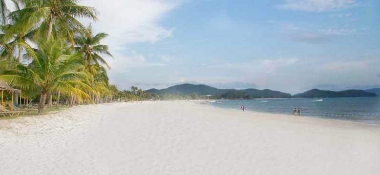 Hasil gambar untuk pantai kuta lombok yang tak kalah keren